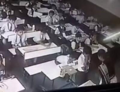 وحشية. بالفيديو معلمة سلخات تلميذ بلا ماتعرف انه كاينين كاميرات المراقبة