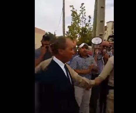 """داروليه الشوهة. نقابيون في تازة يحاصرون الوزير حصّاد ويُطالبونه بـ""""الرحيل"""" والأمن يتدخل +فيديو"""