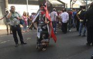 المشاركون في مسيرة التضامن مع معتقلي الريف رفعو هادً الشعارات باش يورطو البوليس