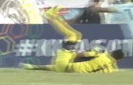بالفيديو. حارس ديال الكرة مات على المباشر