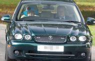 بالصور. شيفور ملكة بريطانيا احتج على الخدمة وهي خرجات تسوگ سيارتها