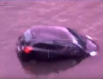 بالفيديو. بوليس استراليا نقذو مرا من الغرق فآخر لحظة