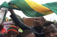نايضة فزيمبابوي.. عشرات الآلاف يحتفلون بسيطرة الجيش على الحكم وإنهاء حكم موغابي