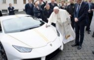 هادي اسمها الانسانية. بالفيديو البابا جاتو لامبورغيني كادو صدقها على المحتاجين
