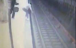 صادم ووحشي. بالفيديو مرا دفعات اخرى فمحطة قطار وطحنها التران