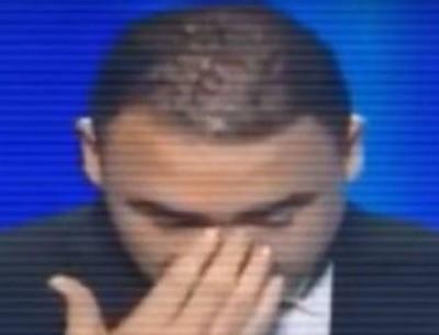 بالفيديو. صحافي تونسي كيبكي على الهواء بعد وفاة زميله فالقناة